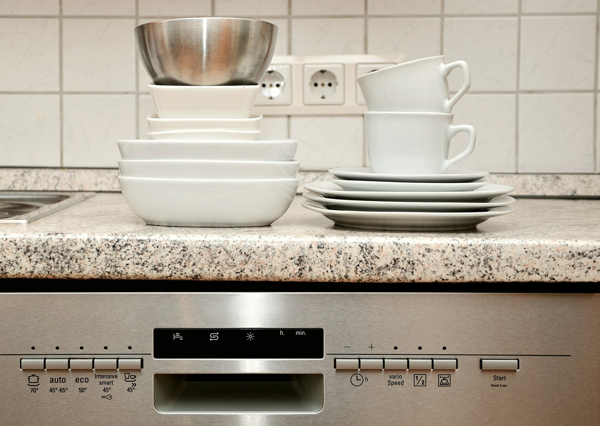 How to keep your kitchen sink and dishwasher, fuss-free!
